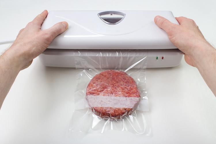 Vacuum packaging a burger